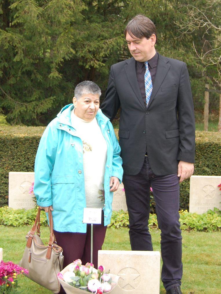 Remco Reiding ontdekte het graf van de opa van Dali Asanisjvili (L). Beeld null