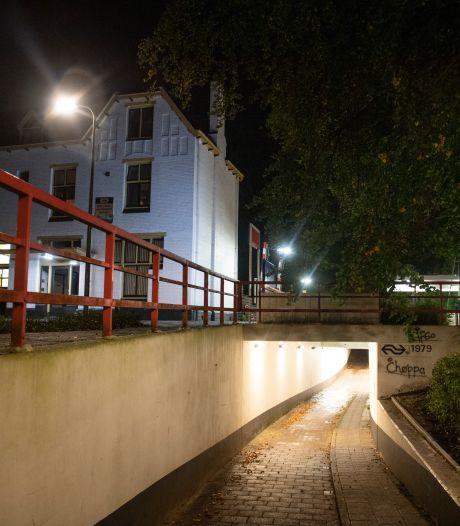 Eindelijk camerabeveiliging op station Vroomshoop in strijd tegen hangjeugd: 'De overlast was gigantisch'