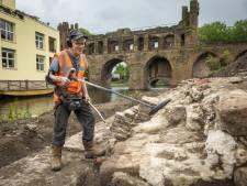 Van munten tot eeuwenoude horloges: deze man mag met zijn metaaldetector overal in Zutphen schatgraven
