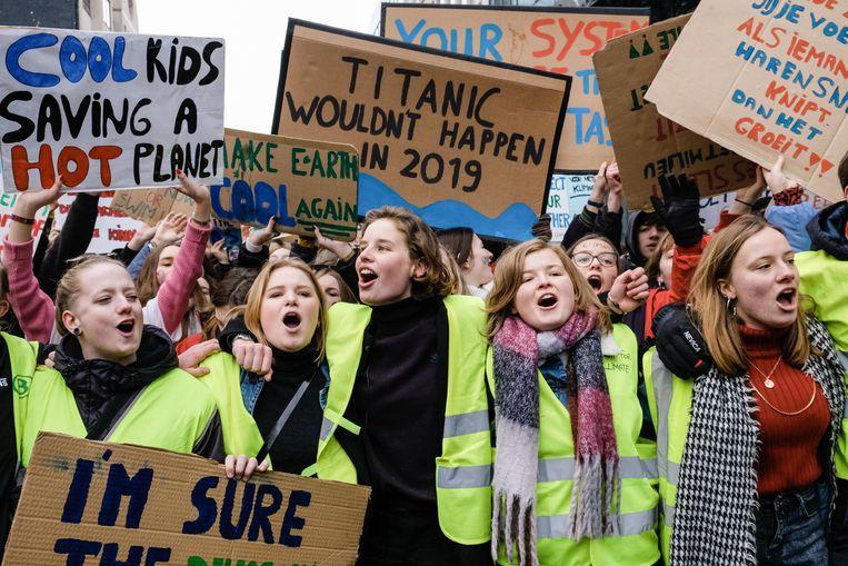 Scholieren uit onze regio moeten niet verplicht naar de volgende klimaatmars, vrijdag in Brussel. Hier een archiefbeeld met centraal Anuna De Wever.