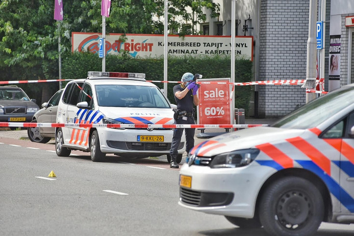 De politie deed onderzoek aan de Bredaseweg na een schietpartij.