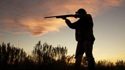 Politie haalt illegale wapens weg bij jager