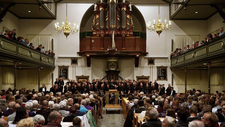 Het Urker Mannenkoor geeft in de Bethelkerk in Urk in 2010. Beeld anp