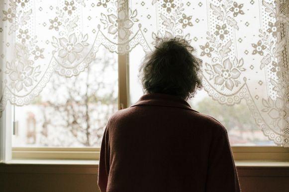 Vooral ouderen zitten vaak in een sociaal isolement.