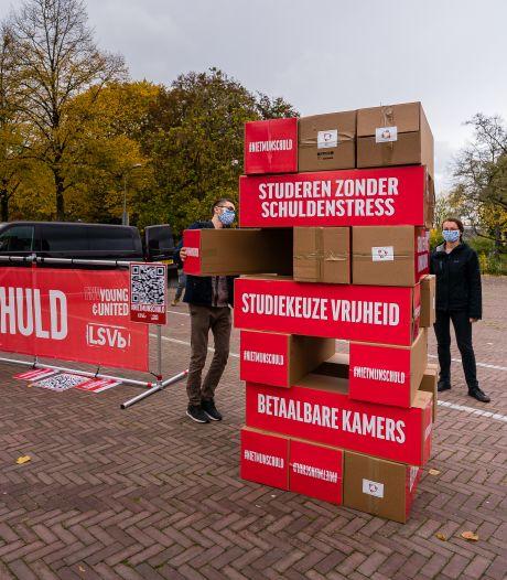 Een levensgrote Jenga-toren in Wageningen als protest tegen 'wankele toekomst' voor de studenten
