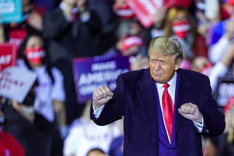 Door de laatste opsteker voor Trump in Florida en Arizona zal zijn vertrouwen zeker groeien dat hij Biden alsnog kan verslaan.  Beeld EPA