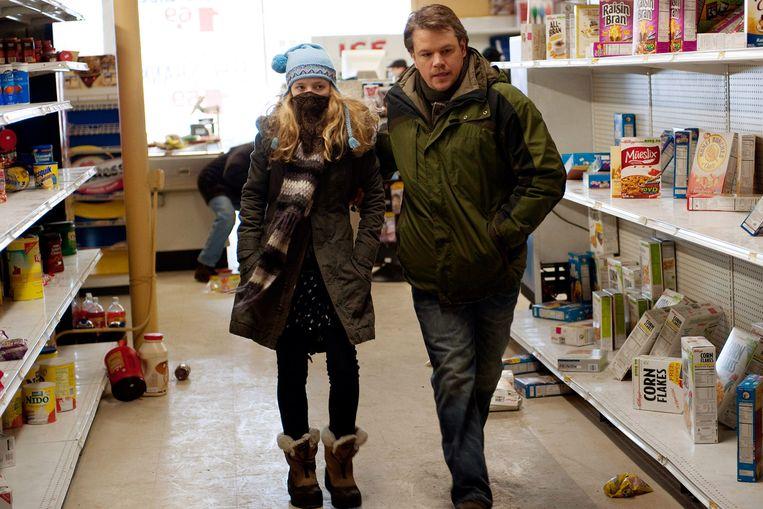 Vergelijkbare taferelen in de film 'Contagion': supermarkten liggen er leeg bij nadat ze overrompeld worden door hamsteraars.