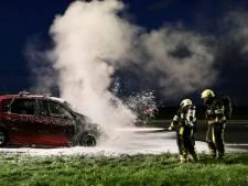 Auto vat vlam bij benzinepomp in Flevoland