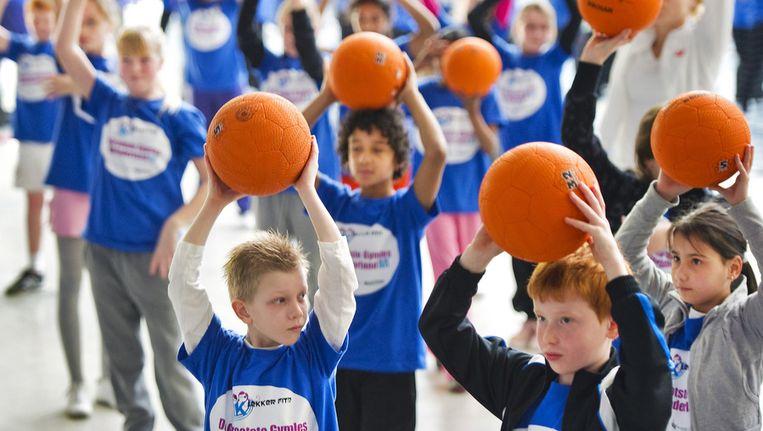 800 Scholieren nemen in 2011 deel aan een gymles in het Sportpaleis in Alkmaar, tijdens de aftrap van het lesprogramma 'ik lekker fit'. Beeld ANP