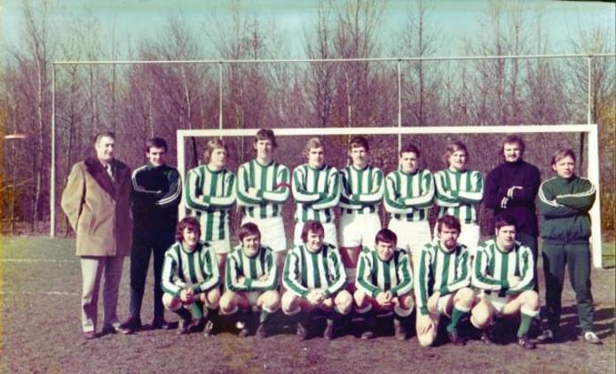 De ploeg die in 1972 naar de tweede klasse promoveerde.