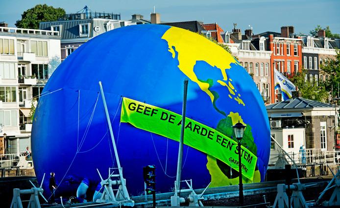 Een eerdere actie van Greenpeace in Amsterdam in 2012.