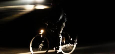 Jonge fietsers bekeurd voor rijden zonder licht in Etten-Leur