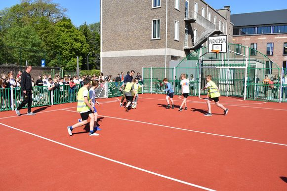 De sportkooi werd ingesjot door Davy De Fauw en Sammy Bossut.