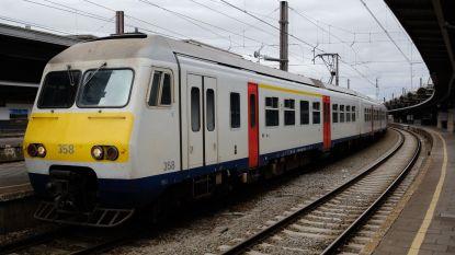 Vandalen gooien fiets in bovenleiding: treinverkeer rond Brussel en naar Gent verstoord