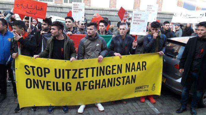 De protestmars van Afghanen voor het kantoor van de IND in Utrecht.