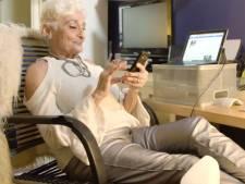 """La grand-mère de 83 ans accro à Tinder veut trouver l'amour: """"Il doit avoir 20 ans de moins"""""""