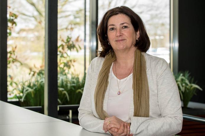 Bestuursvoorzitter Conny Helder van tanteLouise doet haar best om verpleeghuiszorg te organiseren in Halsteren. Het gedateerde Huize St. Elisabeth heeft in de huidige vorm geen toekomst.