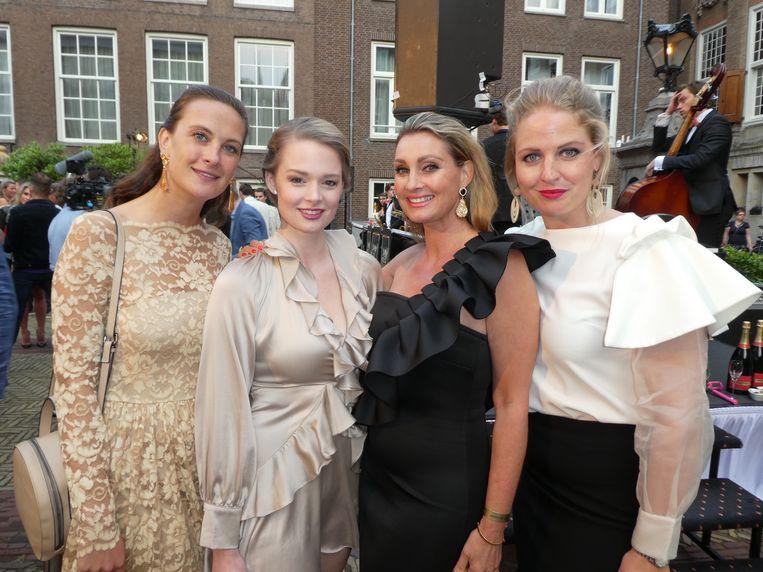 De juryleden Sonia gravin Festetics de Tolna, Erieke Kuitert, Anne-Marie van Leggelo en Roxanne Pinckers: