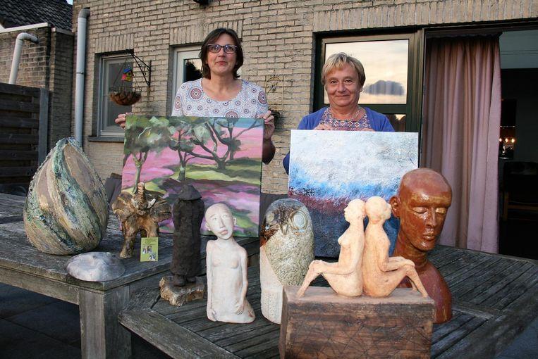 Carolina en Arlette verzamelden al meer dan honderd kunstwerken die zullen geveild worden voor het goede doel.