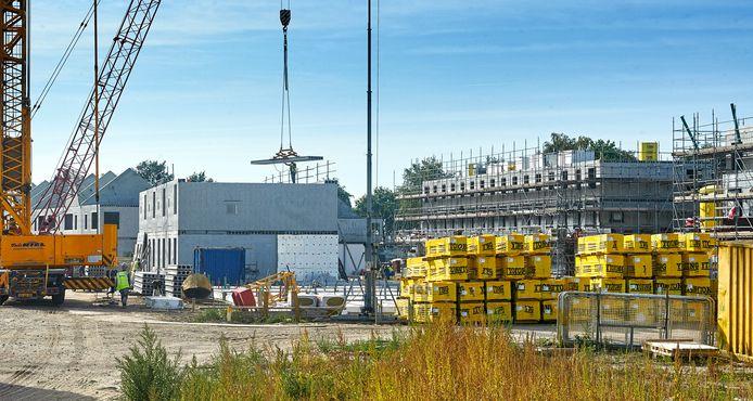 De bouw op het Land van Dico vordert snel.