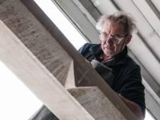 Steenhouwer Henk (62) uit Ulft is dol op letters