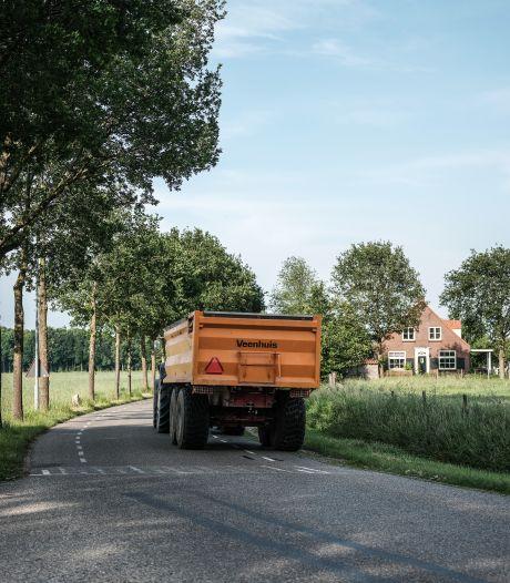 Landbouwverkeer zorgt voor gevaarlijke situaties op dijk bij Lobith: Zevenaar wil af van verbod voor trekkers op N811