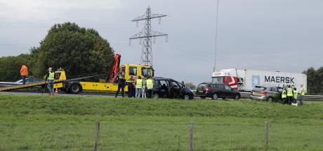 Flinke vertraging richting Nijmegen door kettingbotsing met 8 auto's op A73