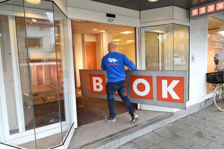 Februari 2017, het filiaal aan de Kleiweg in Rotterdam sluit zijn deuren. Beeld Hollandse Hoogte / Peter Hilz