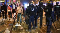 WK-winst in Frankrijk loopt uit de hand: twintigtal arrestaties tijdens feestnacht, twee jonge kinderen zwaargewond