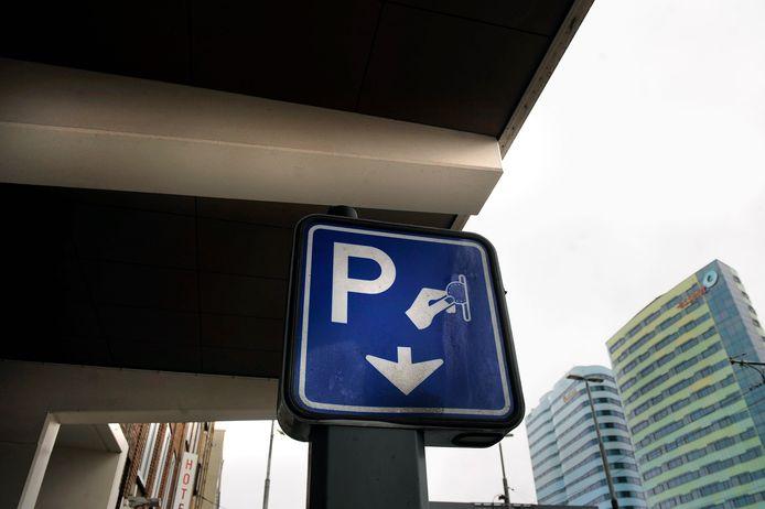 Parkeerautomaat aan het Stationsplein in Arnhem.