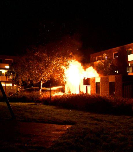 Schuur compleet verwoest door felle brand in Nieuwegein: 'Vlammen metershoog'