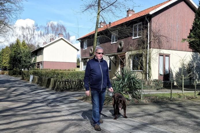 De houten huizen aan de Zweedsestraat. Drie blokjes van twee woningen.