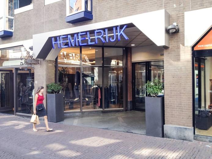 De ingang van de Hemelrijk Passage aan de Bakkerstraat in Arnhem. Foto DG