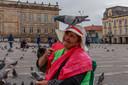 Op Plaza Bolívar verkoopt Melida mais, waarmee toeristen duiven kunnen voeren.