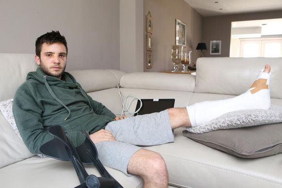 Yorben Wouters (24) liep een gebroken kuitbeen op en herstelt momenteel verder thuis.