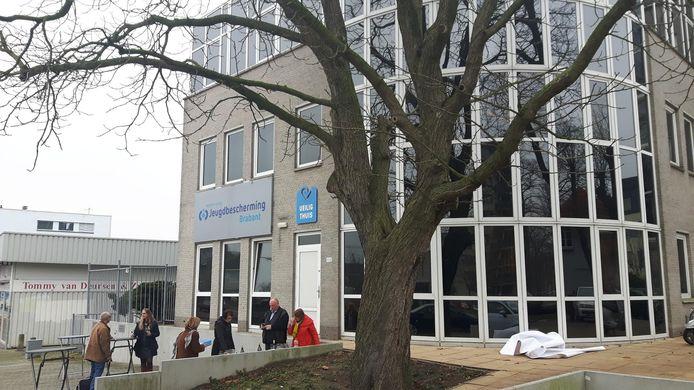 De vestiging van Jeugdbescherming in Den Bosch met de nieuwe naam op de gevel.