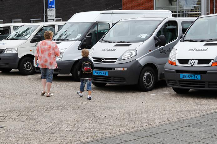Met een rijbewijs B mag je een personenbusje met acht passagiers rijden, mits het totaalgewicht onder de 3500 kilo blijft.