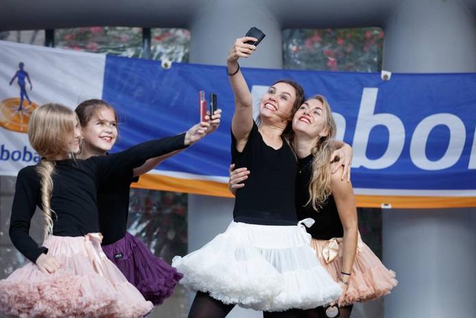 Tijdens het optreden moeten natuurlijk ook nog wat selfies genomen worden.