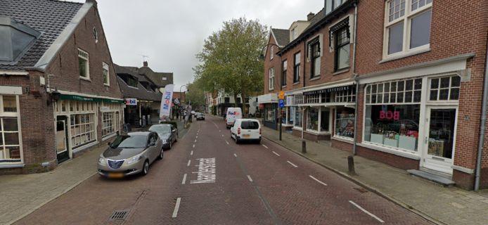 De Naarderstraat in Laren, waar de kapperszaak van Moshin gevestigd is.