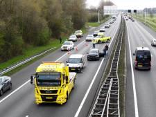 Lange file op A28 richting Zwolle: ruim uur vertraging