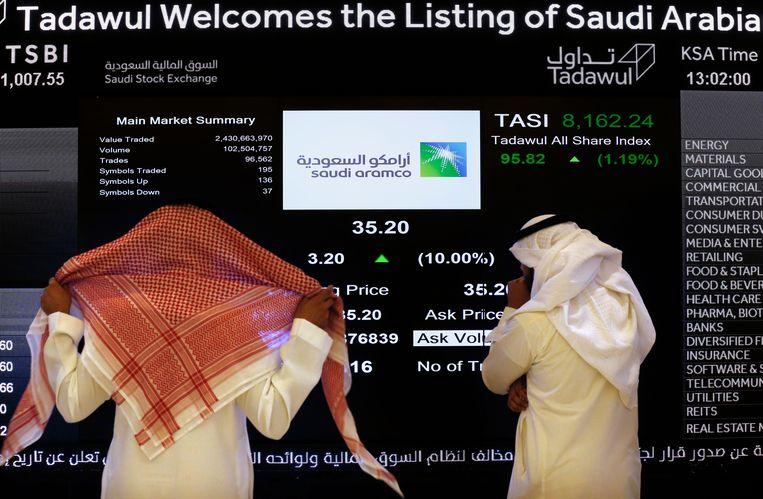 Door de uitoefening van een zogenaamde overtoewijzingsoptie stroomt er een maand na de beursgang nog meer geld in de kas van Saudi Aramco.