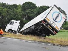 VIDEO: Burgemeester Bechtweg in Tilburg enige tijd dicht door slingerende vrachtwagen