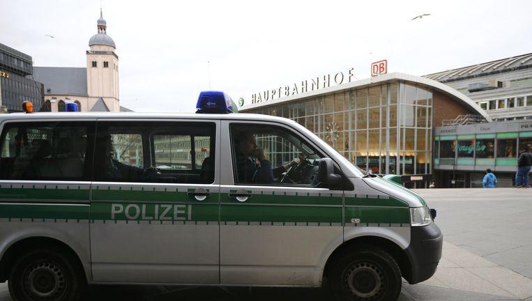 Politie bij het station in Keulen op dinsdag. Beeld reuters