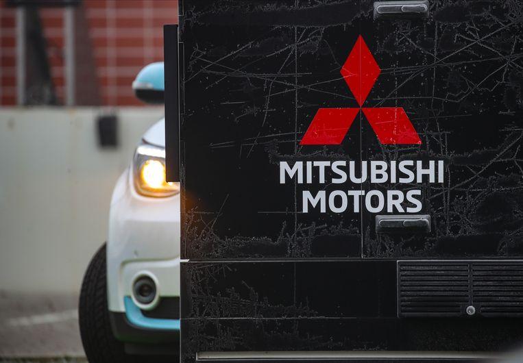 Aan het hoofdkwartier van Mitsubishi in Duitsland.