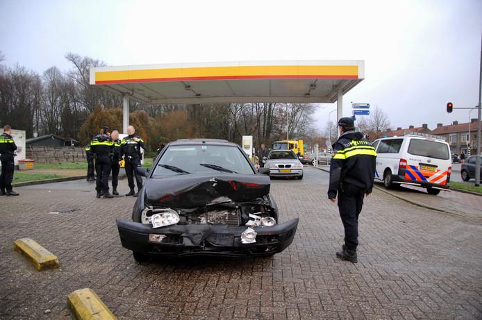 De man botste met zijn voertuig tegen een Mercedes bij een tankstation langs de Larensteinselaan in Velp.