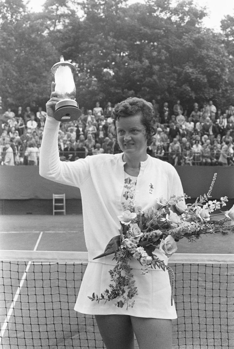 Betty Stöve bij Internationale tenniskampioenschappen Melkhuisje te Hilversum in 1972.  Beeld Nationaal Archief