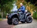 Klaas (88) scheurt op zijn quad door Haaksbergen: 'Scootmobiel is voor oude mensen'