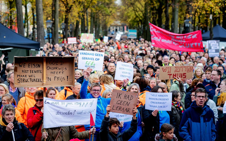 Deelnemers tijdens de onderwijsstaking in Den Haag. Beeld ANP