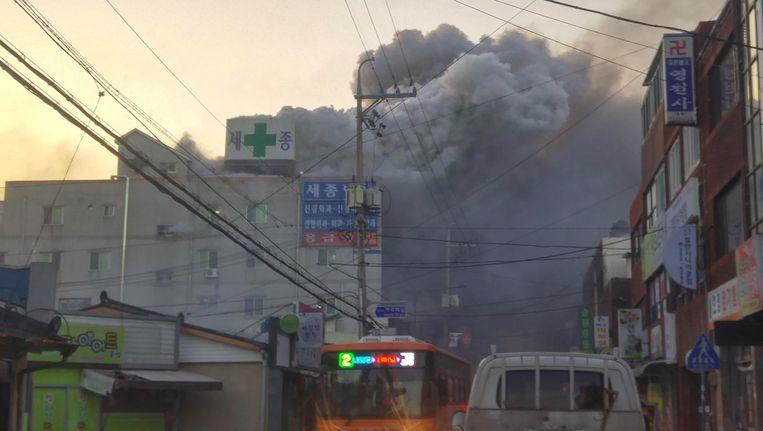 De brand in het Sejong-ziekenhuis. Beeld afp