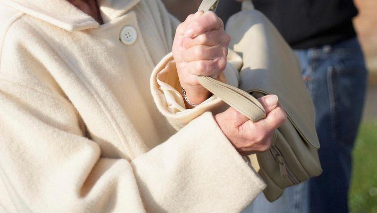 De handtasdief was niet aan zijn proefstuk toe.